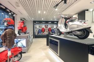 L'interno del Vespa corner al Motoplex di Milano.
