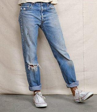 Tranquille, non siamo nel 1996 ma nel 2016. E i jeans si portano proprio così.