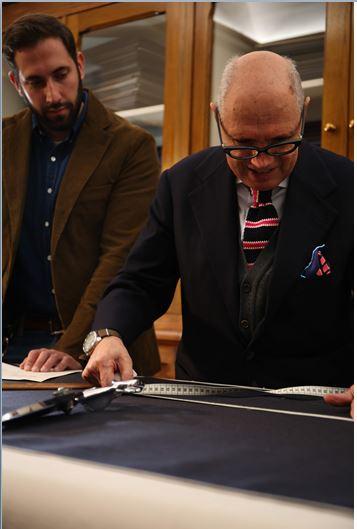 da sinistra Guido Biondi, direttore creativo Roy Roger's, e Antonio Liverano nella bottega Liverano&Liverano sartoria Firenze
