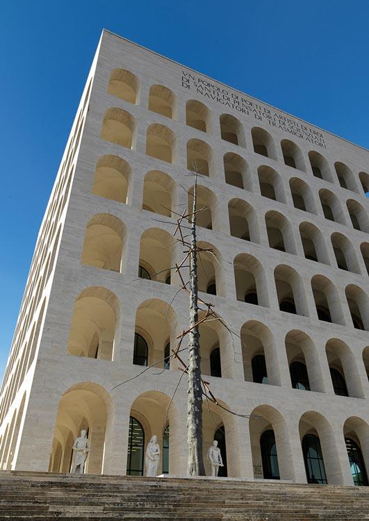 Il palazzo sede della mostra: Palazzo della Civiltà a Roma.