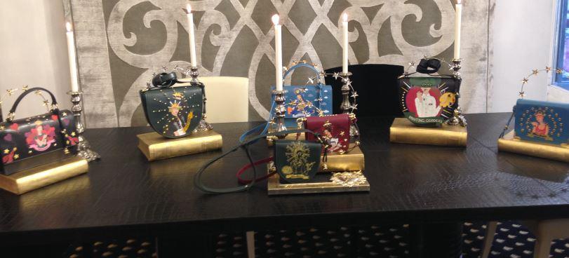 Irriverenti e trendy: le fashion goddess a cui sono dedicate le borse Alessandro Enriquez.