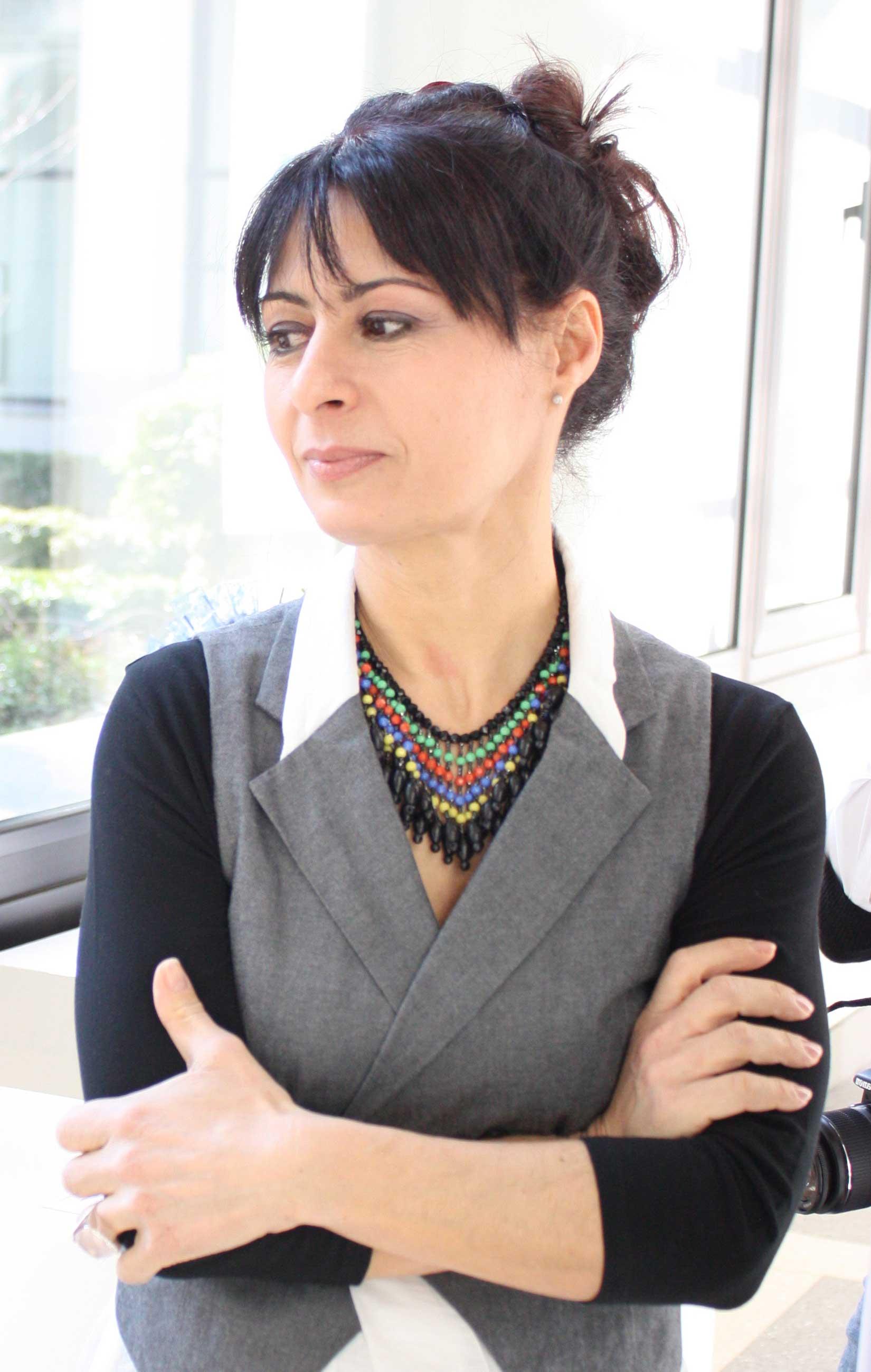 Francesca Romano è nata in Calabria ma ha studiato e lavorato a Milano. Ha iniziato la sua carriera come scenografa in tv negli anni 80.