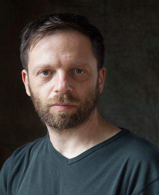 Ori Gersht è nato a Tel Aviv ma da 28 anni vive a Londra.