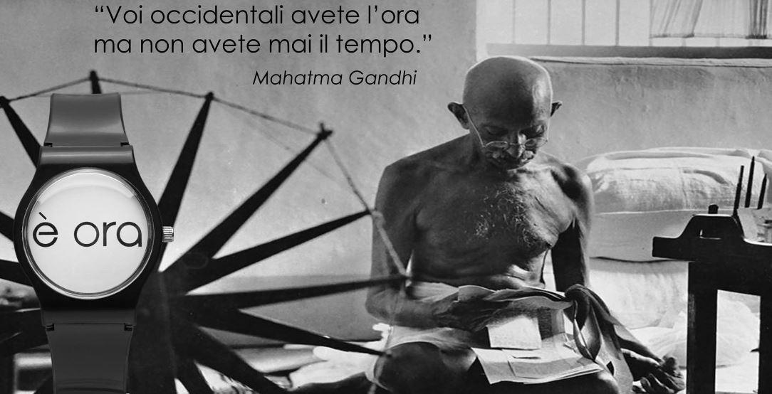 La massima di Gandhi è uno spunto di riflessione per l'orologio è ora di Abele Malpiedi.