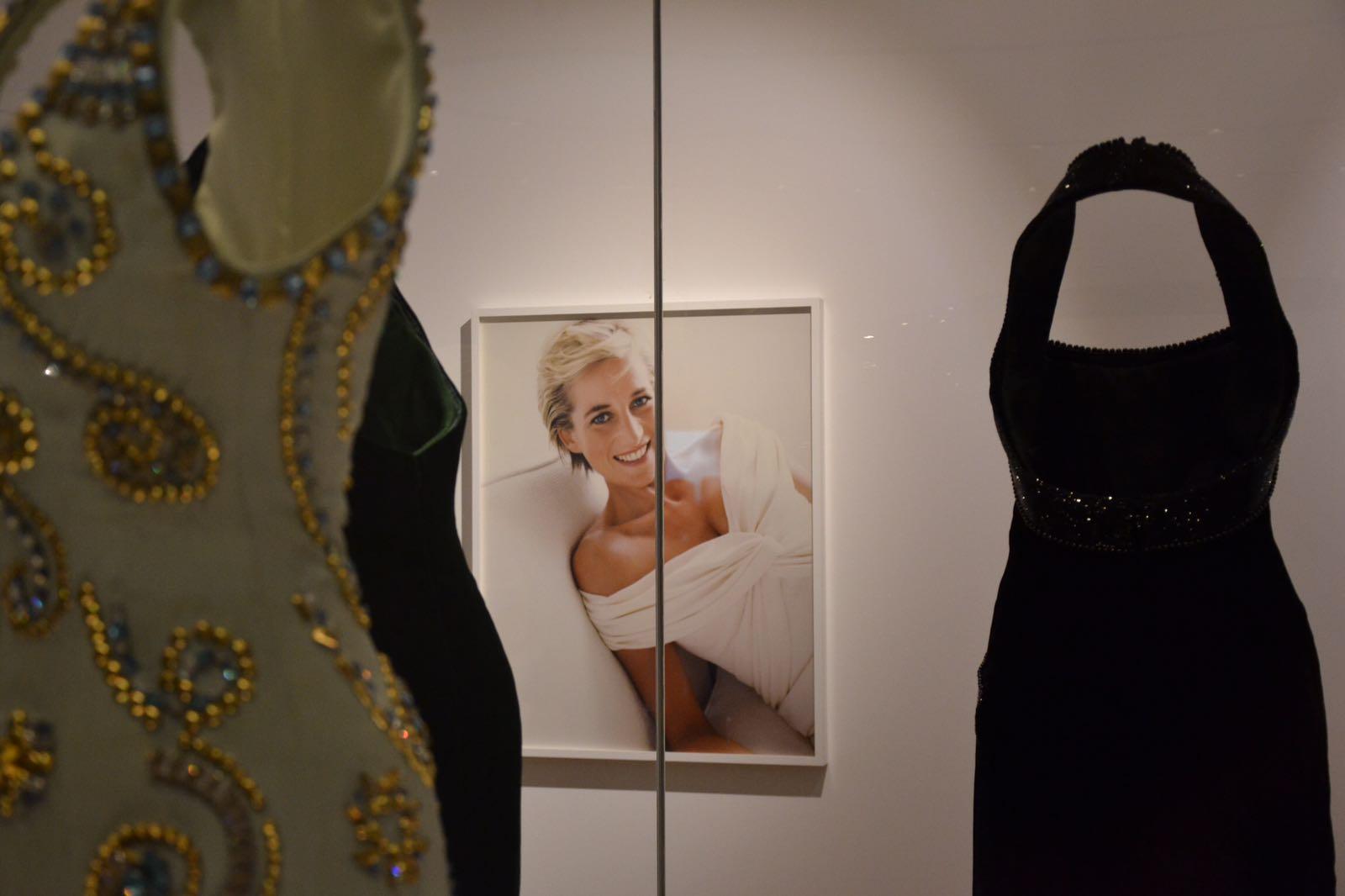 La mostra dei vestiti di Lady Diana a Kensington Palace a Londra.