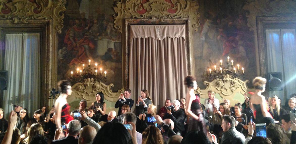 Un momento della sfilata tenutasi lo scorso mese nel corso di Milano Fashion Week a Palazzo Visconti.