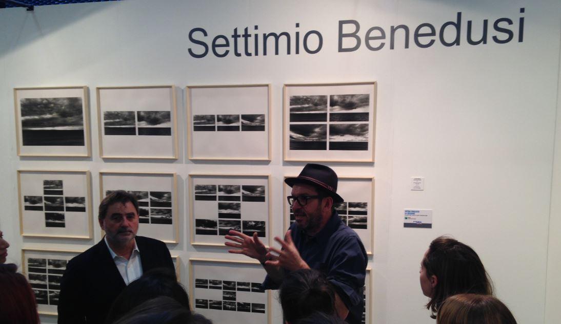 Settimio Benedusi illustra la sua opera (foto: The Way Magazine)