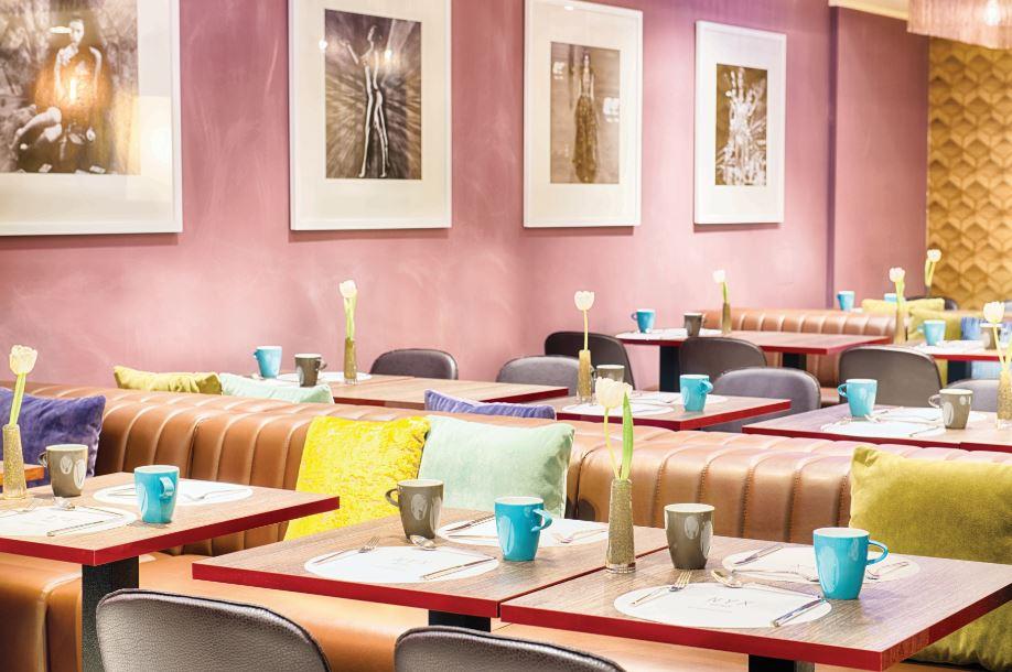 ambinete pop e internazionale al clas Club Restaurant del Nyx Hotel, nei pressi della Stazione Centrale di Milano.