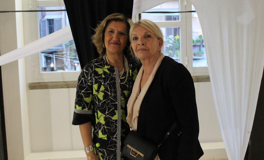Da sinistra, la scrittrice Cinzia Alibrandi e l'artista Agnes Spaak.