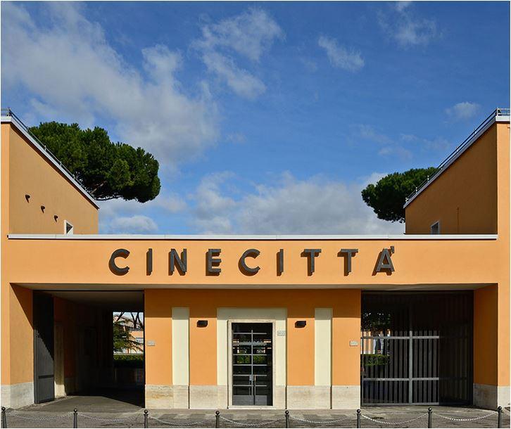 L'ingresso di Cinecittà a Roma.