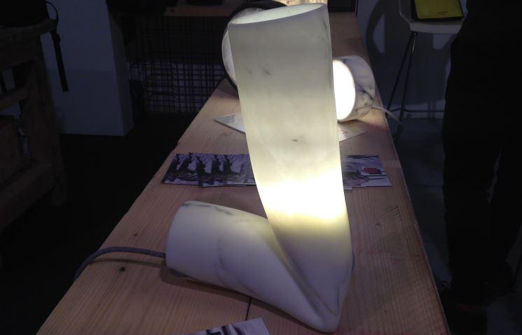 Il marmo sfida se stesso: lampada Big Smash di StoneLab Design.