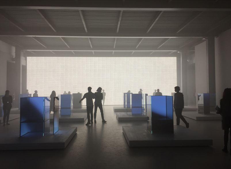 Una foto dell'installazione per la Design Week di LG a firma Tokujin Yoshioka.