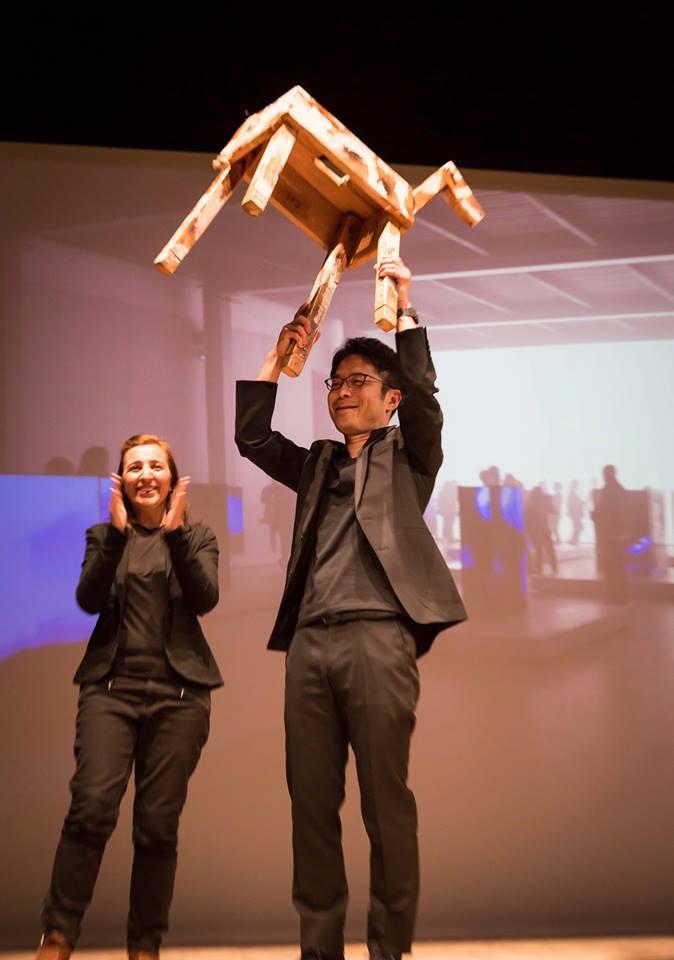 Tokujin Yoshioka ritira il Milano Design Award alla Triennale (foto: ufficio stampa)