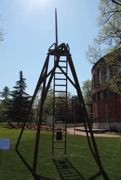 The Giraffe Chair di Owan vuole mettere in evidenza il savoir-faire italiano e il punto di vista della natura.