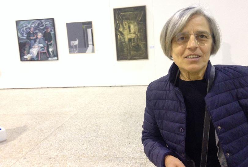 Angela Capozzi vive a Milano e lavora abitualmente la ceramica. Si è ispirata a Nanni Valentini.