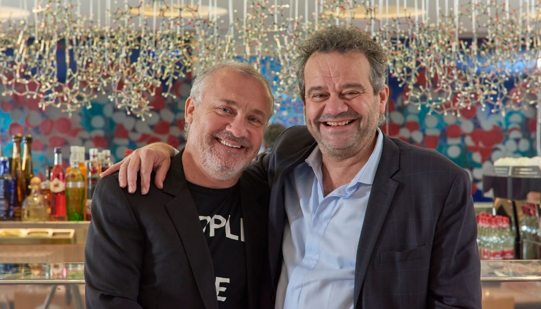 Damien Hirst con Mark Hix 2_Prudence Cuming Associates © 2H Restaurant Ltd. All rights reserved, 2016