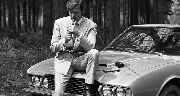 Lord Sinclair con Aston Martin.