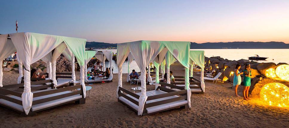 Il Phi Beach Club, dalla mattina alla notte .