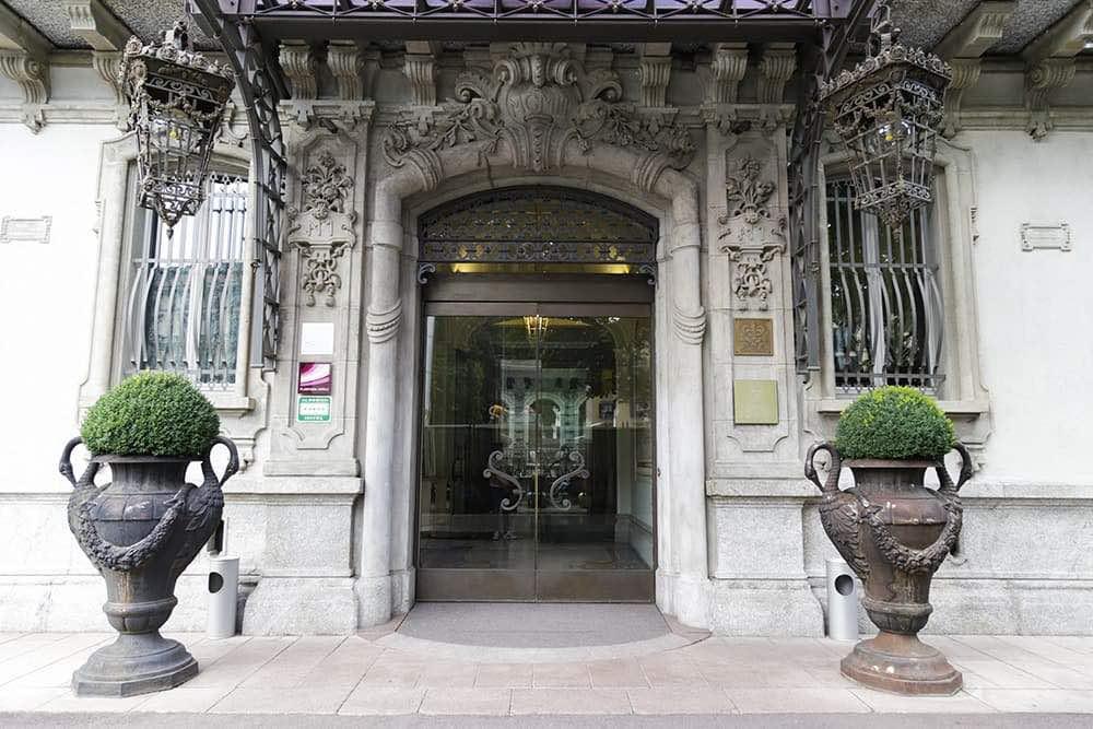 05_Chateau Monfort con l+ö+ç+ûarchitetto Sofia Gioia Vedani e FZI-interiors_credits Mauro Montana.