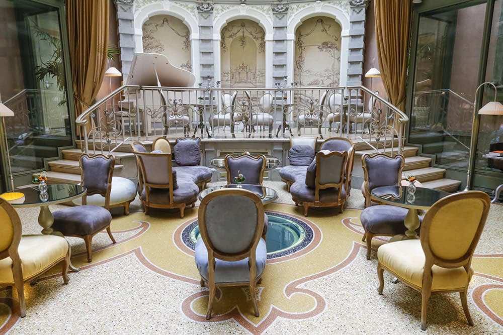 05_Chateau Monfort con l+ö+ç+ûarchitetto Sofia Gioia Vedani e FZI-interiors_credits Mauro Montana
