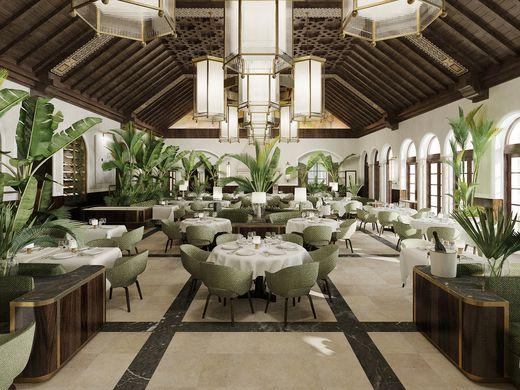 Il ristorante Le Sirenuse è la sintesi della vitalità culinaria di Miami: buon cibo, champagne e vista sull'Oceano.