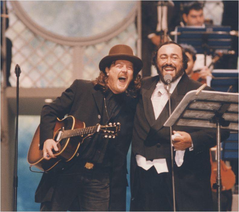 Zucchero ha partecipato a tutti i Pavarotti & Friends, dal 1992 al 2003.