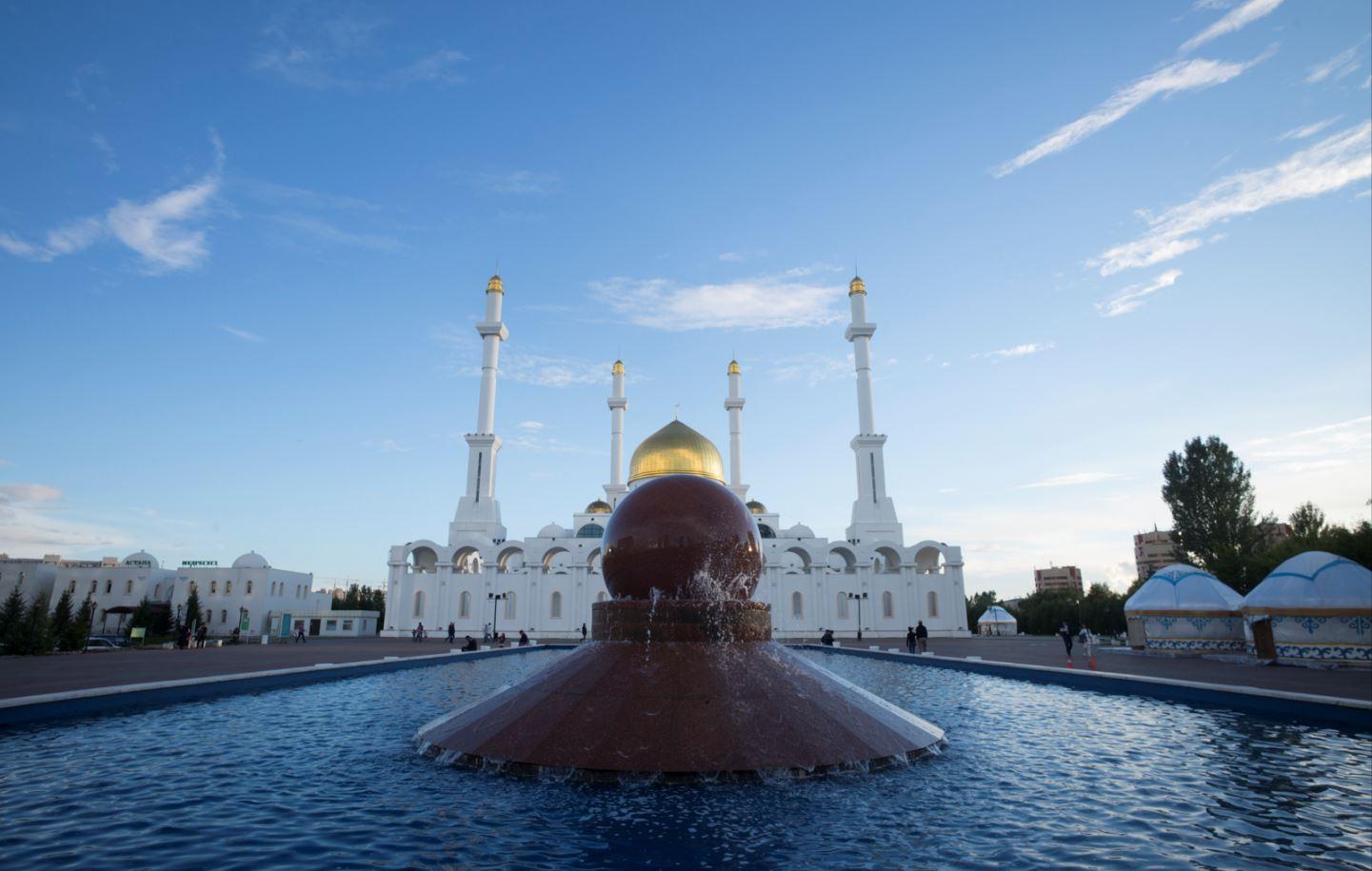 Luoghi di culto ad Astana (foto: Gianni Foraboschi The Way Magazine)