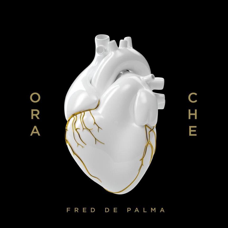 """Della copertina di Ora Che Fred De Palma dice: """"Volevo un cuore di porcellana con le venatura dorate per far capire quanto ci tengo a questo pezzo. Viene da dentro, lo custodisco come un gioiello. Ha importanza per me sapere che venga accolto bene""""."""