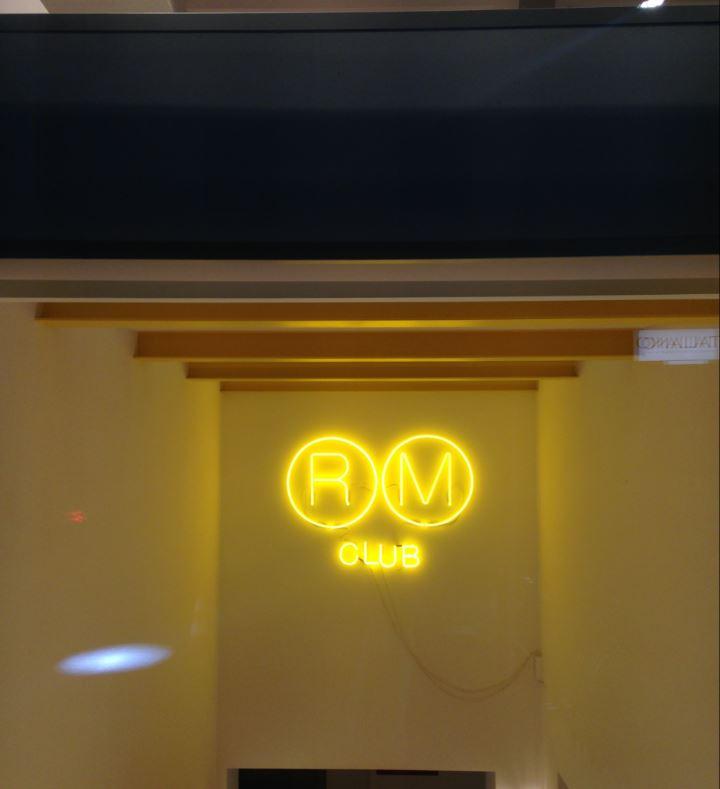 RM CLub, Raffles Milano incontra i giovani della città nel suo basement.