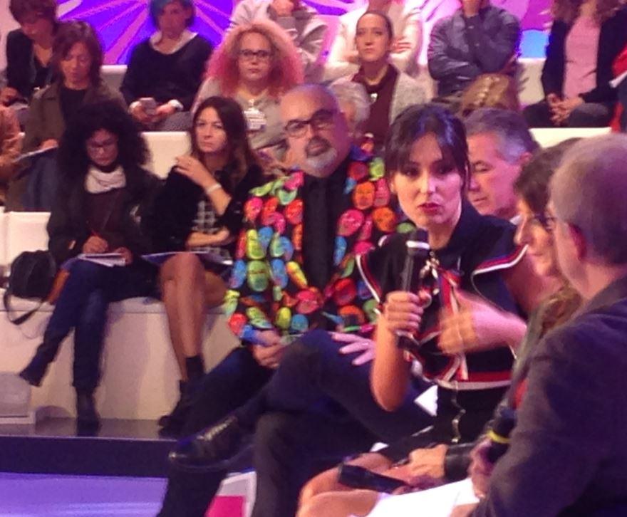 """Caterina Balivo guida il programma pomeridiano di Rai Due. E sullo sfondo il suo """"preferito"""": Giò Giò, alias Giovanni Ciacci."""