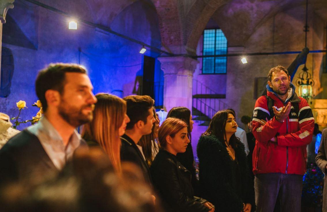 Giacomo Galanda, special project manager di Giorgio Tesi Group, parla al pubblico dell'evento Una Camicia per Pistoia.