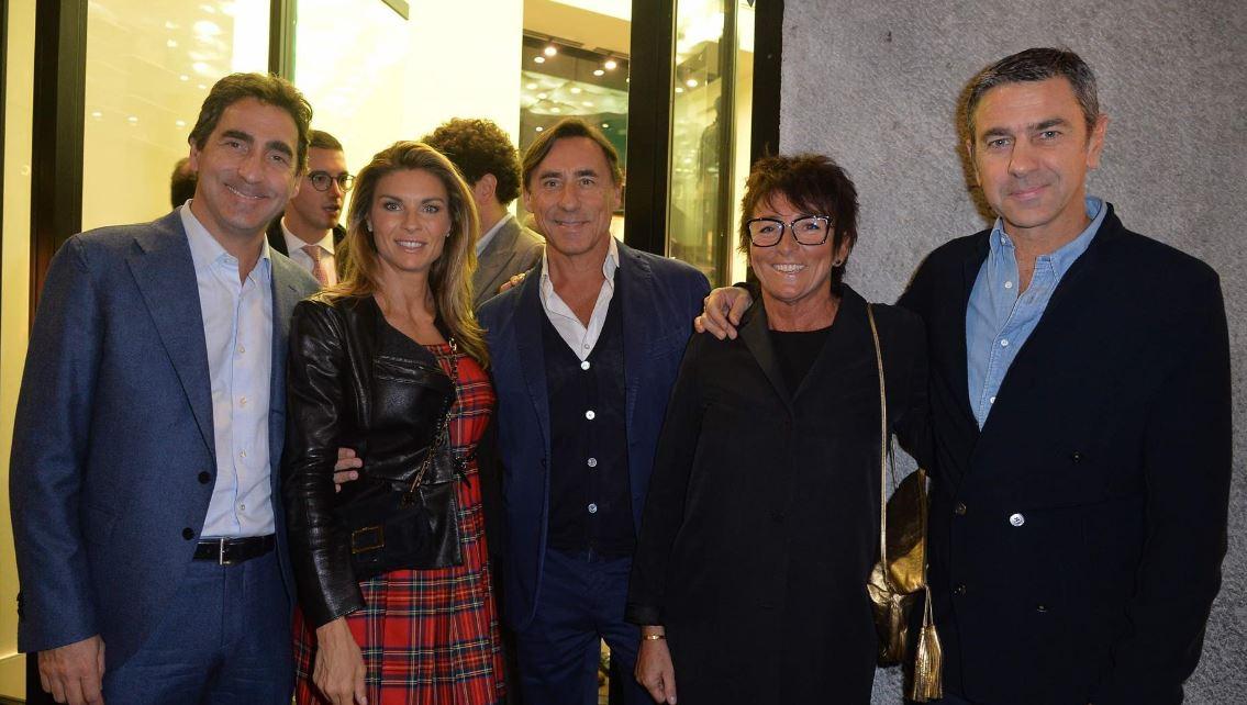 Seconda da sinistra, Martina Colombari.