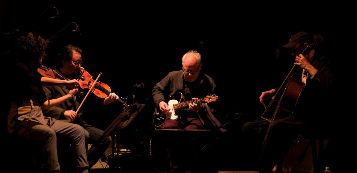 Bill Frisell nell'esibizione del 9 novembre al CRT della Triennale di Milano (foto Gianni Foraboschi per The Way Magazine).