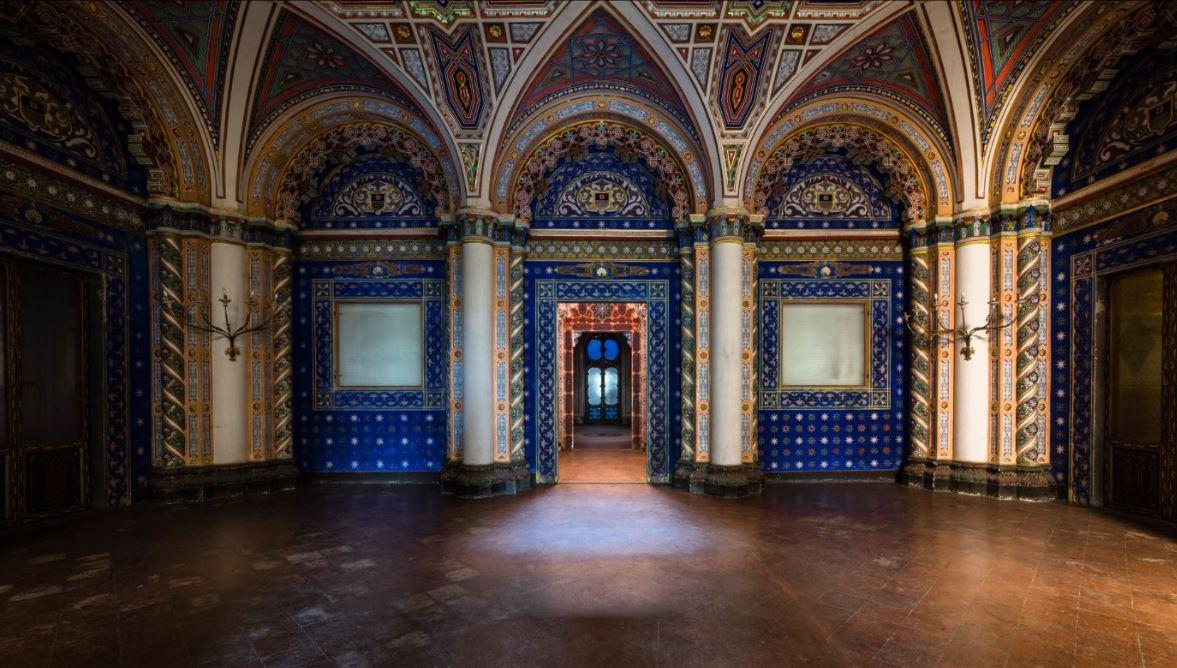La biblioteca stile bizantino ritratta da una foto di Fabrizio Maddaluni.