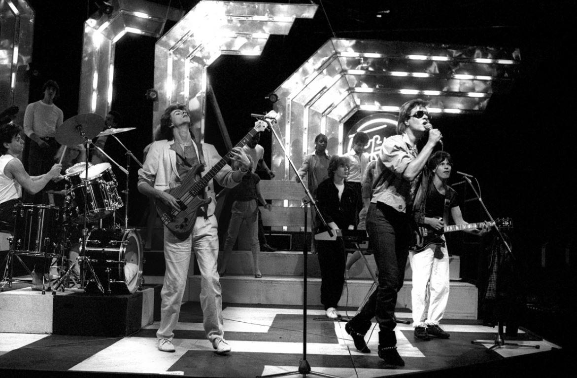 I Duran Duran fotografati da Justin Thomas sul set del programma tv Top Of the Pops.
