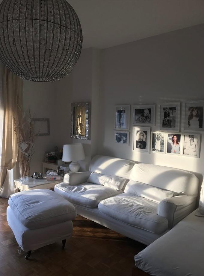 Marina Perzy ama personalizzare gli ambienti della sua casa a Milano.