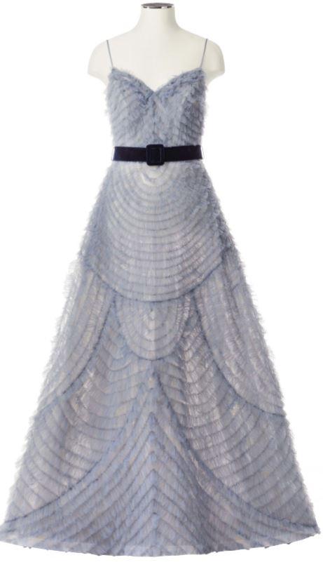 Tailored suit da sposa in crepe couture opaco e motivi ricamati ed arricchiti che decorano il collo della giacca e impreziosiscono il delicato corpino di tulle della raffinata jumpsuite.