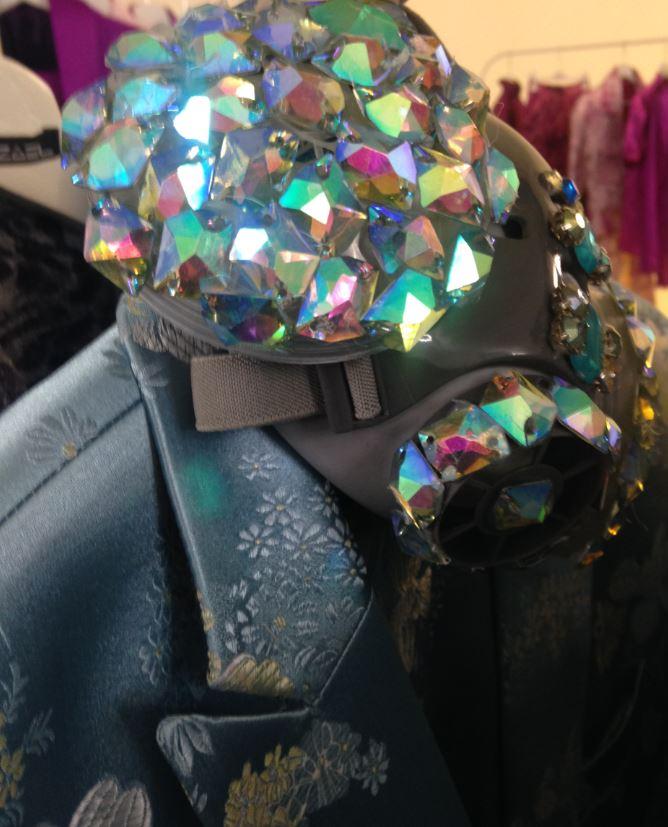I dettagli della maschera glamour di Yezael.