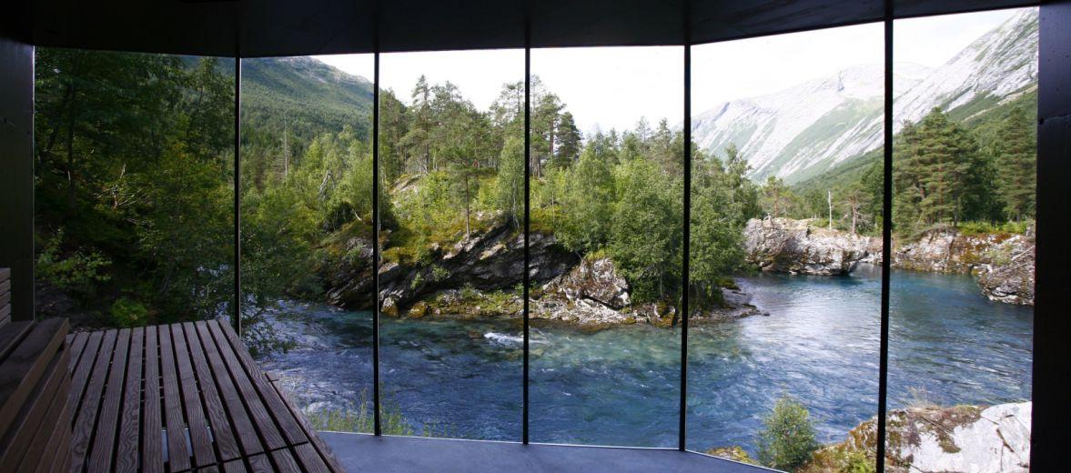 Il panorama dalla stanza di Juvet, l'hotel in Norvegia della collezione White Line.