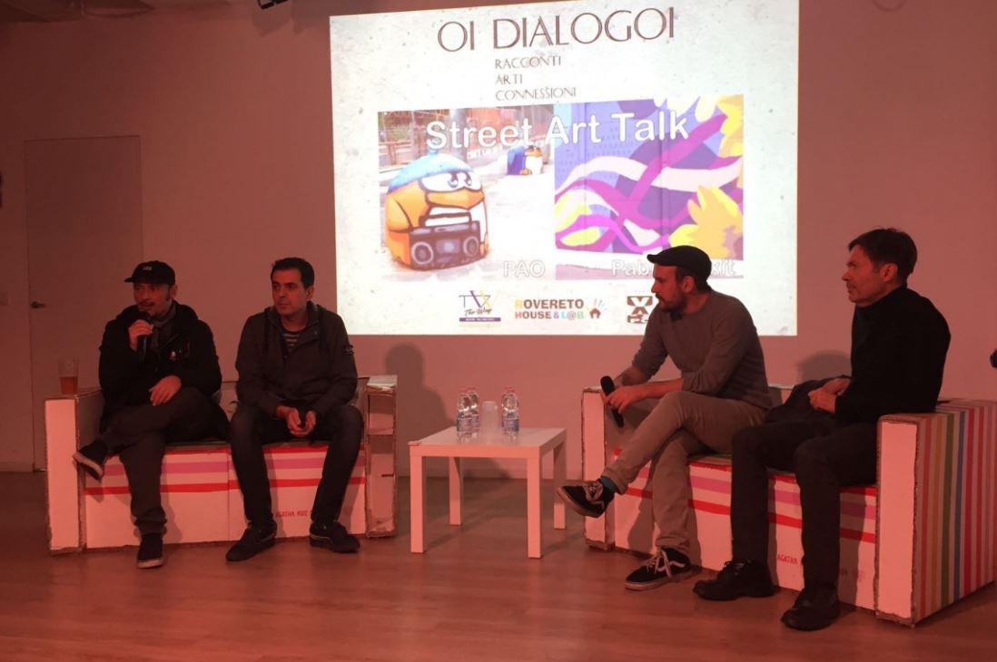 Allo street art talk organizzato da The Way Magazine, il momento delle domande dal pubblico. Da sinistra il curatore Christian Gangitano di Atelier Spazio Expo, Christian D'Antonio di The Way Magazine, gli artisti Pao e Pablo Pinxit.