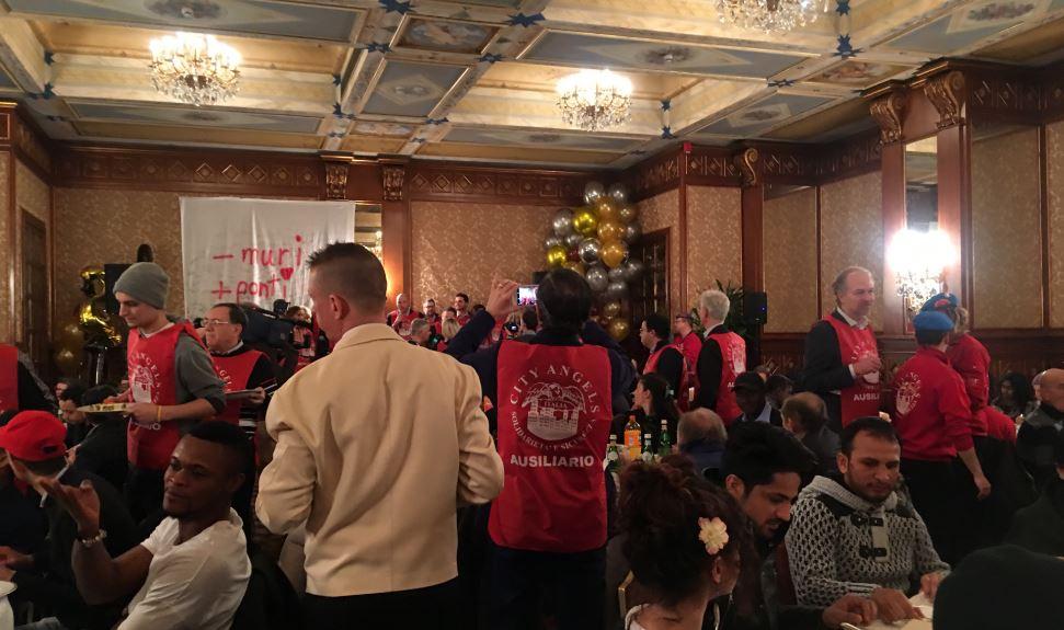 La sala del lussuoso Hotel Principe di Savoia a Milano in occasione della giornata di beneficenza dei City Angels.