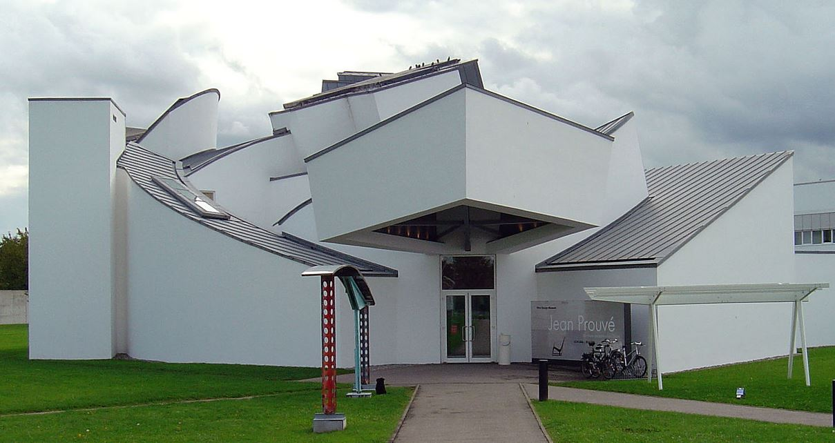 L'esterno del museo Vitra in Germania.