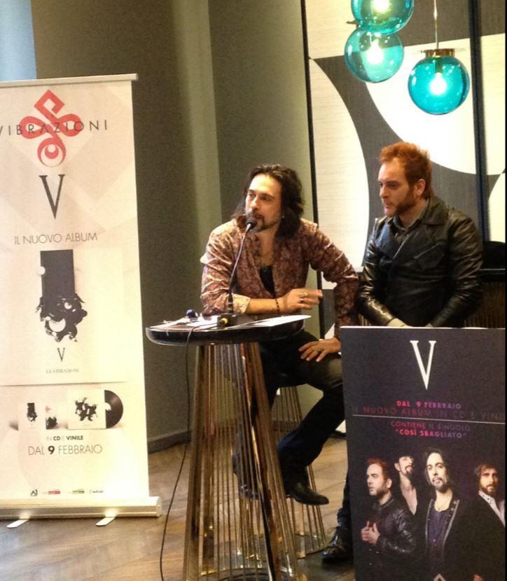 Alessandro Sarcina e il batterista Alessandro Deidda fotografati da The Way Magazine allo showroom di Gio Pagani dove si è svolto l'incontro stampa con Le Vibrazioni.