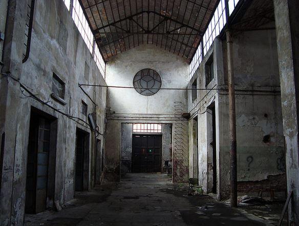 L'interno della sede ADI da ristrutturare a Milano, ora si presenta così.