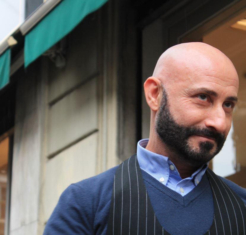 """Lino Röhl è cresciuto a via Paolo Sarpi a Milano. """"Abitavo sopra il bar di famiglia, conosco tutta la storia di questi luoghi"""". (foto: The Way Magazine)."""