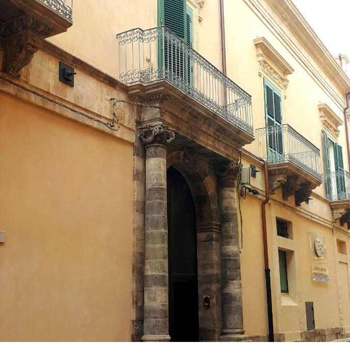 6e4ae3b601 La posizione strategica dell'hotel permette di raggiungere in pochi minuti  i siti di interesse culturale del borgo, ormai da diversi anni dichiarato  ...