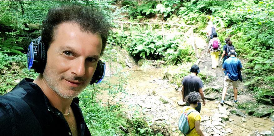 """Fabrizio Lopresti durante la residenza artistica a Campsirago (Lecco). L'attore ha esordito in tv nel 2008 a """"Mai dire Martedì"""". Poi tanti programmi in Mediaset, sia davanti che dietro la telecamera."""